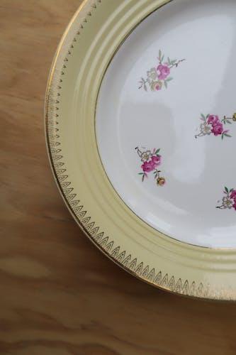 6 assiettes rebord jaune pale Ceranord St Amand