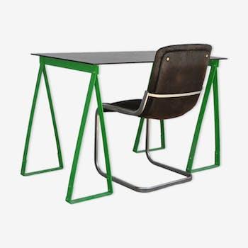 Bureau à trépieds des années 1980 laqué vert avec fauteuil de velours noir