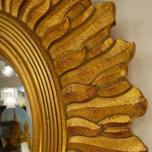 Miroir soleil en bois doré 130cm