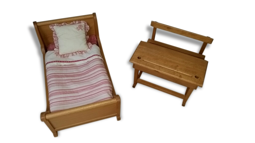 good lit de poupe moulin roty avec sa parure with lustre moulin roty. Black Bedroom Furniture Sets. Home Design Ideas