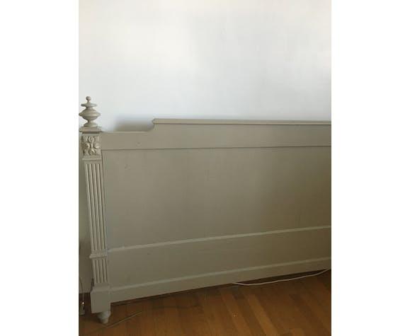 Tête de lit en bois vert céladon
