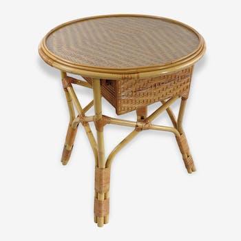 Belle table en rotin avec tiroir dessus verre