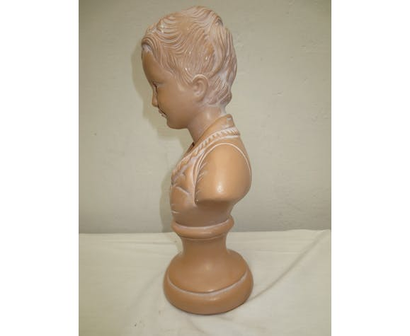 bust of young child