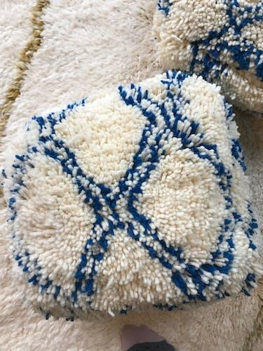 Pouf berbère bleu et ivoire