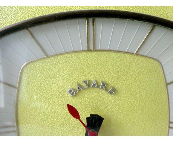Pendule horloge murale Bayard en formica jaune des années 60