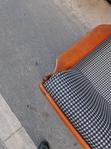Fauteuil scandinave en teck des années 60 refait