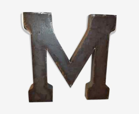 "Lettre industrielle en fer ""M"""