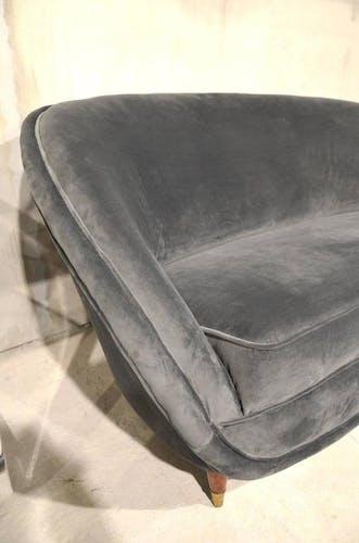 Sofa gray velvet retro in Italian around 1960
