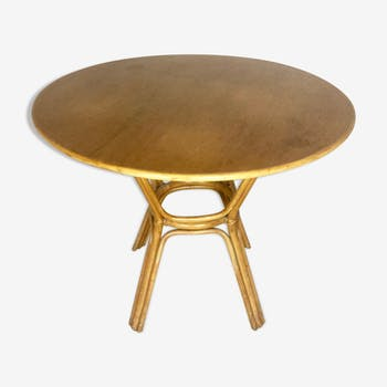 Wooden table and round rattan