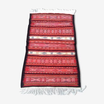 Red carpet in wool handmade 85 x 157 cm