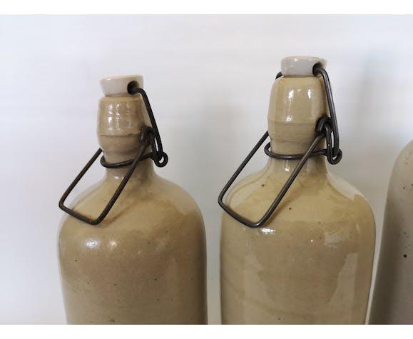 Trio de bouteilles en grès émaillé