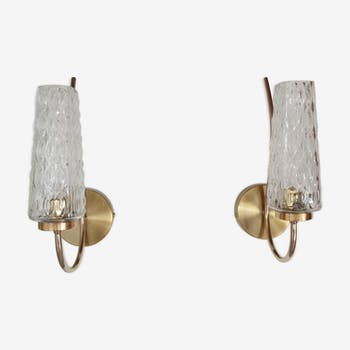Pair of brass wall light and 1960 transparent pressed glass