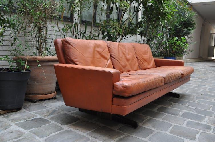 Scandinavian leather and rosewood sofa Fredrik Kayser 1965, 3 places