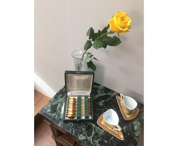 Set de 12 cuillères à café métal doré décor coquille dans leur écrin