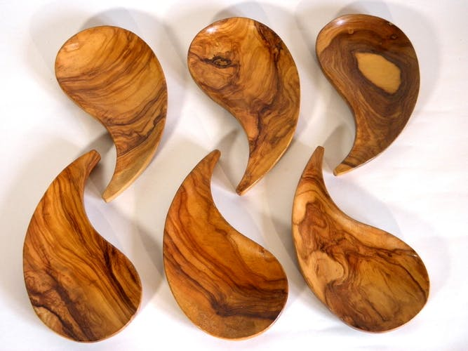 batch of 6 olive wood cups