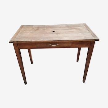 Table ancienne pieds fuseaux un tiroir chevillée