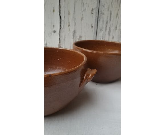 Duo of sandstone bowls