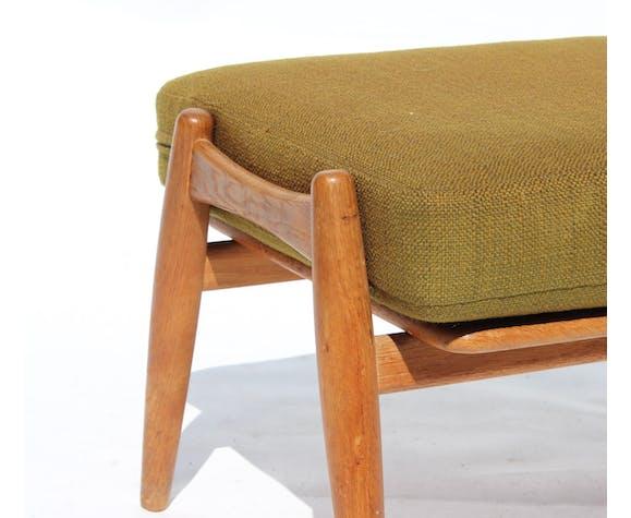Repose-pied «The Cigar», modèle GE240, de chêne et laine vert foncé, conçu par Hans J. Wegner