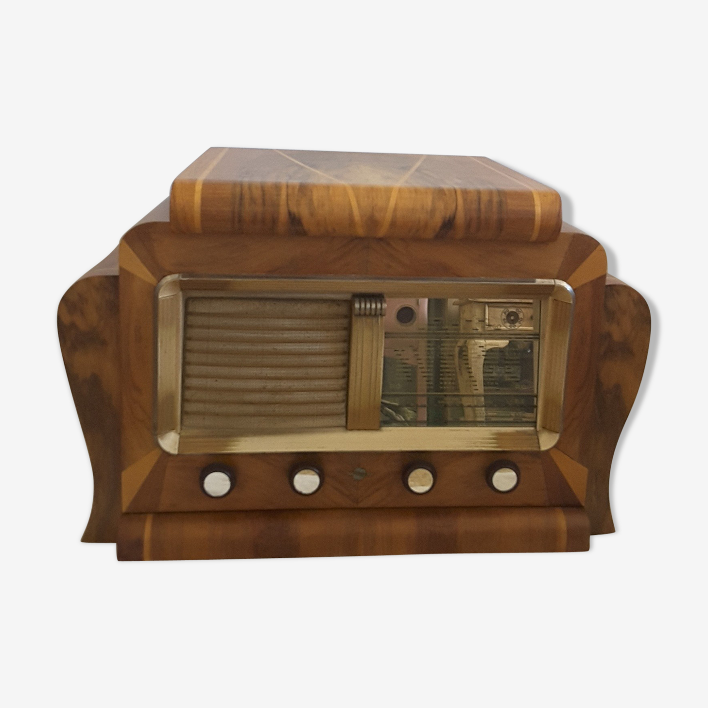 Former radio set with turntable