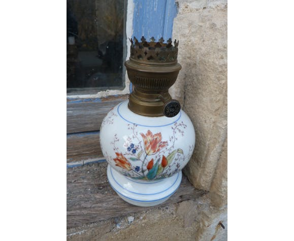 Pied de lampe ancien en céramique blanche motifs fleurs