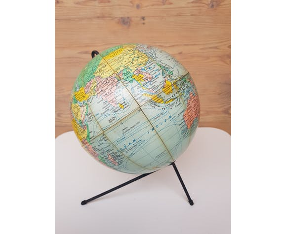 "Globe terrestre "" Girard , Barrière et Thomas Geographes Editeurs Paris "" tripode"