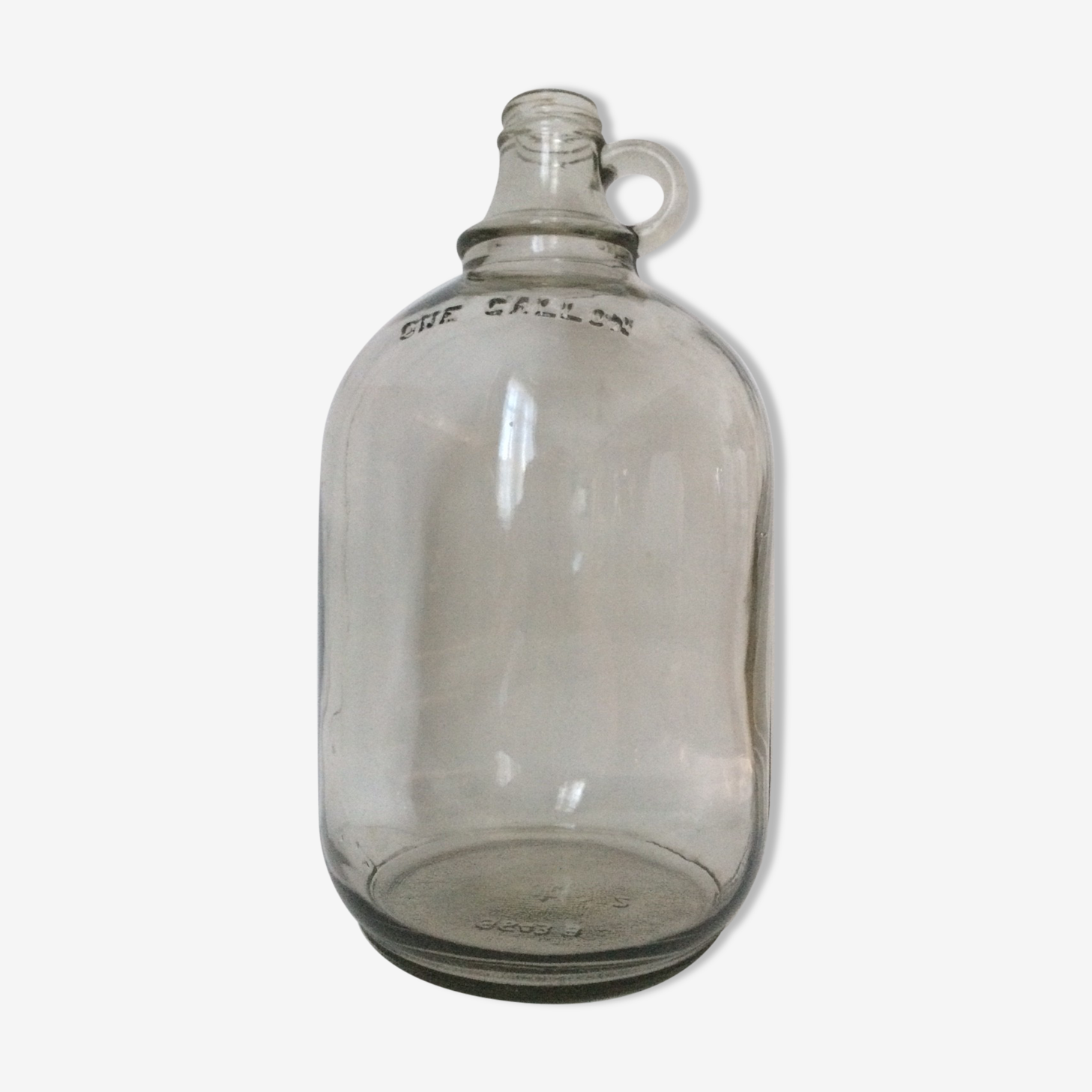 """Cylinder transparent cylindrical demijohn of """"one gallon"""""""