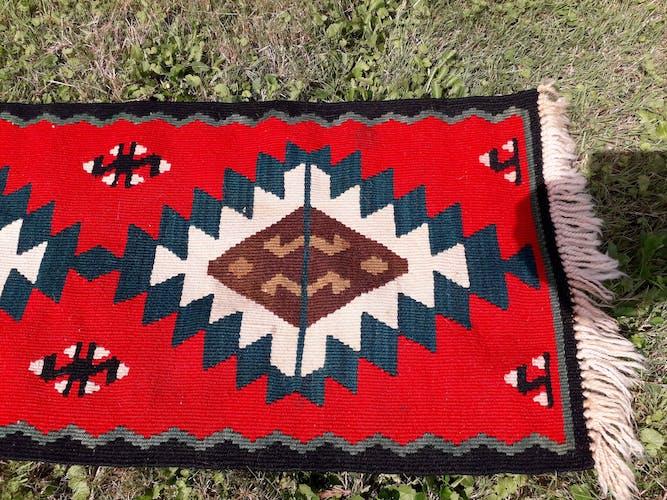 Tapis en laine ethnique 105 x41 cm