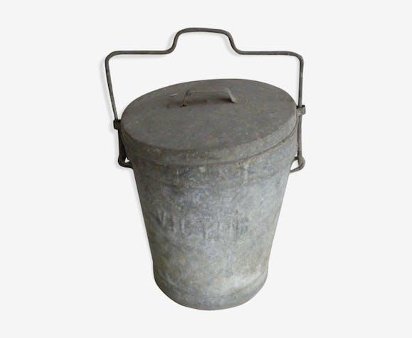 Ancienne poubelle en zinc jardin vintage