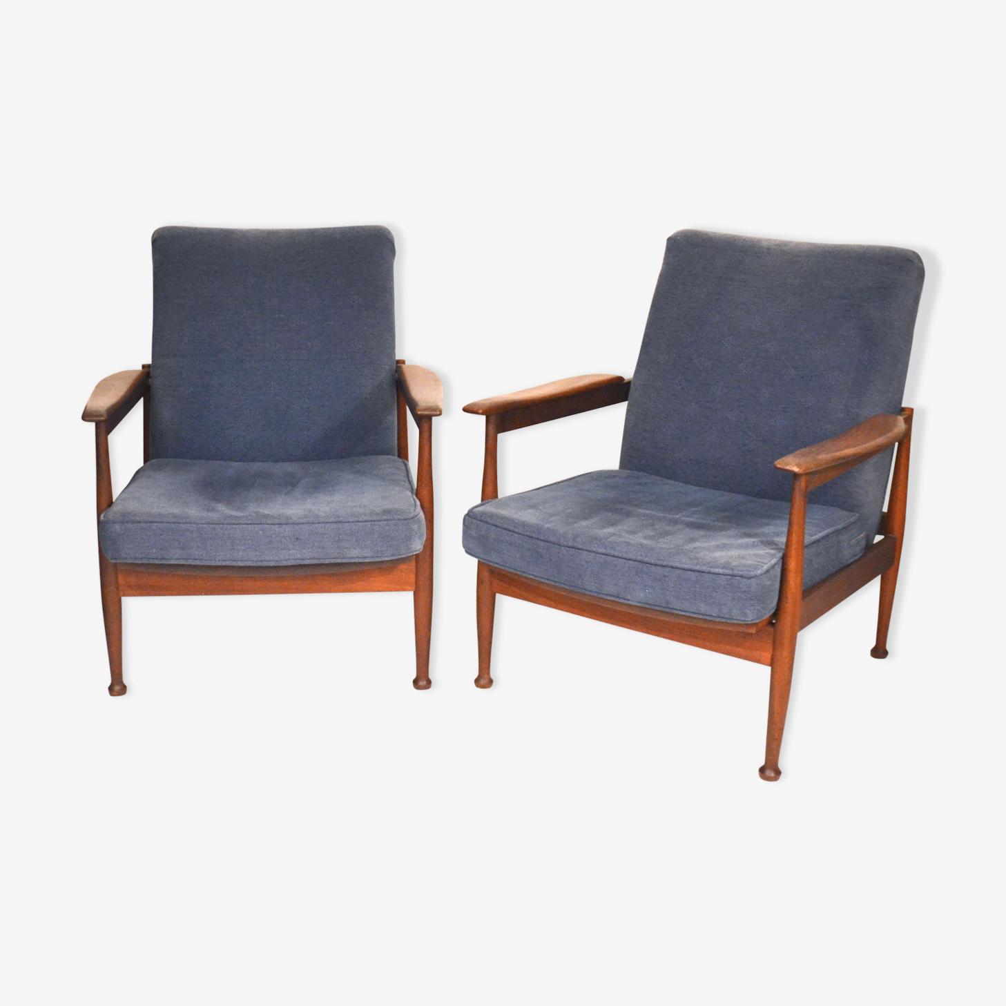 Paire de fauteuils scandinaves en teck et velours bleu
