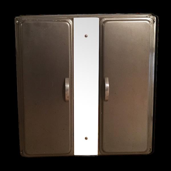 Meuble de salle de bain en métal