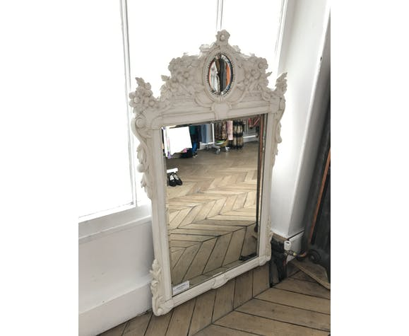 White painted wooden mirror decorated with flowers and medallions 88x138cm