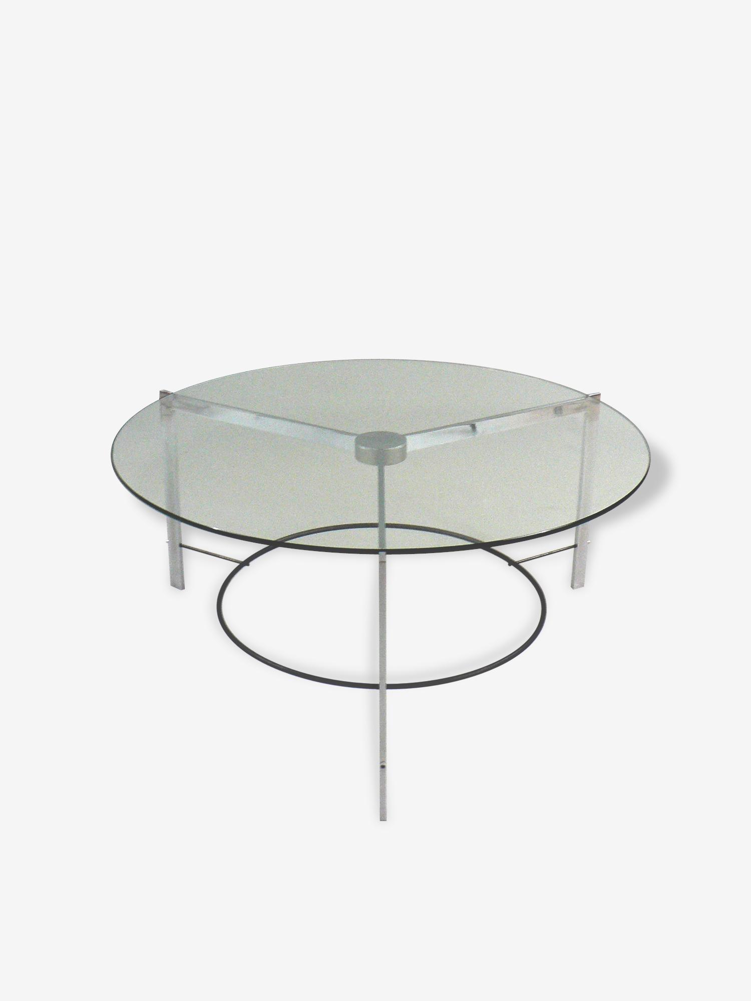 Une table basse verre et acier