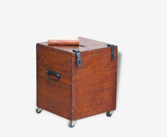table basse ancienne urne de vote bois mat riau. Black Bedroom Furniture Sets. Home Design Ideas