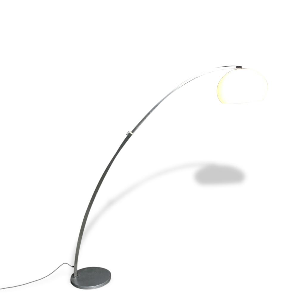 Extendable floor lamp