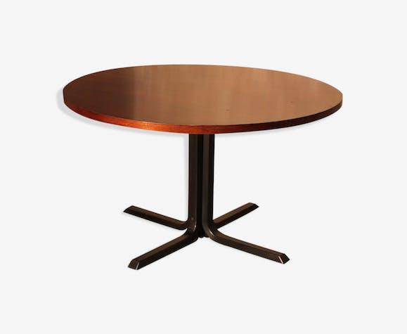 grande table ronde bois mat riau bois couleur. Black Bedroom Furniture Sets. Home Design Ideas