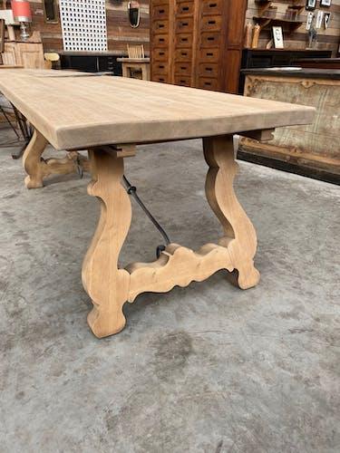 Table « espagnole » en chêne