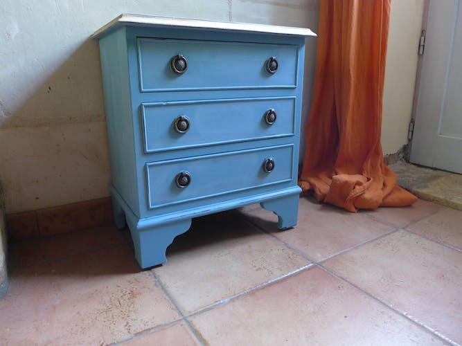 Table de chevet patinée bleu