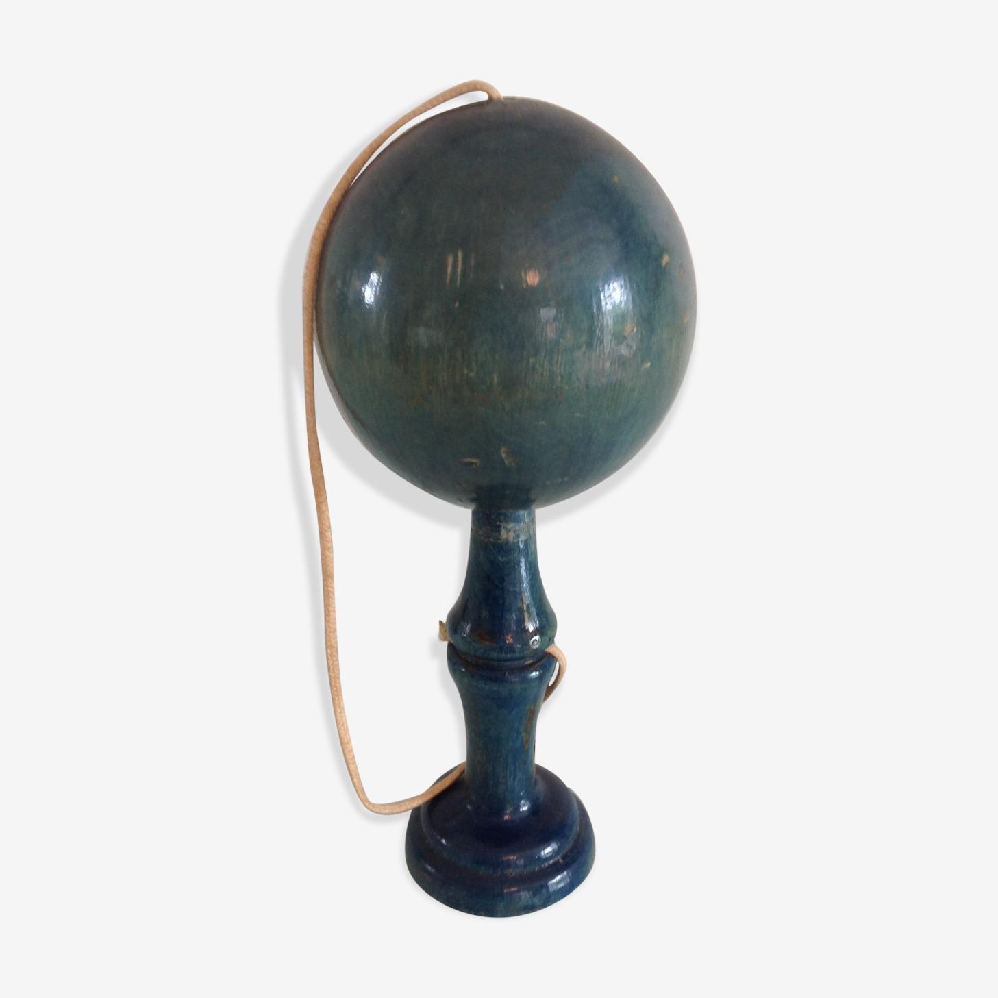 Ancien bilboquet en bois peint bleu
