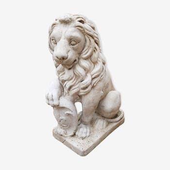 Lion en pierre reconstitué
