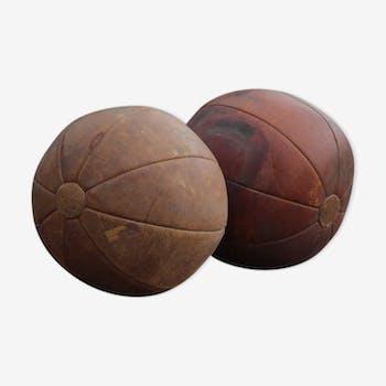 Anciens ballons de gymnastique en cuir