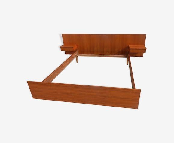 lit tete de lit et chevet suspendu vintage design. Black Bedroom Furniture Sets. Home Design Ideas