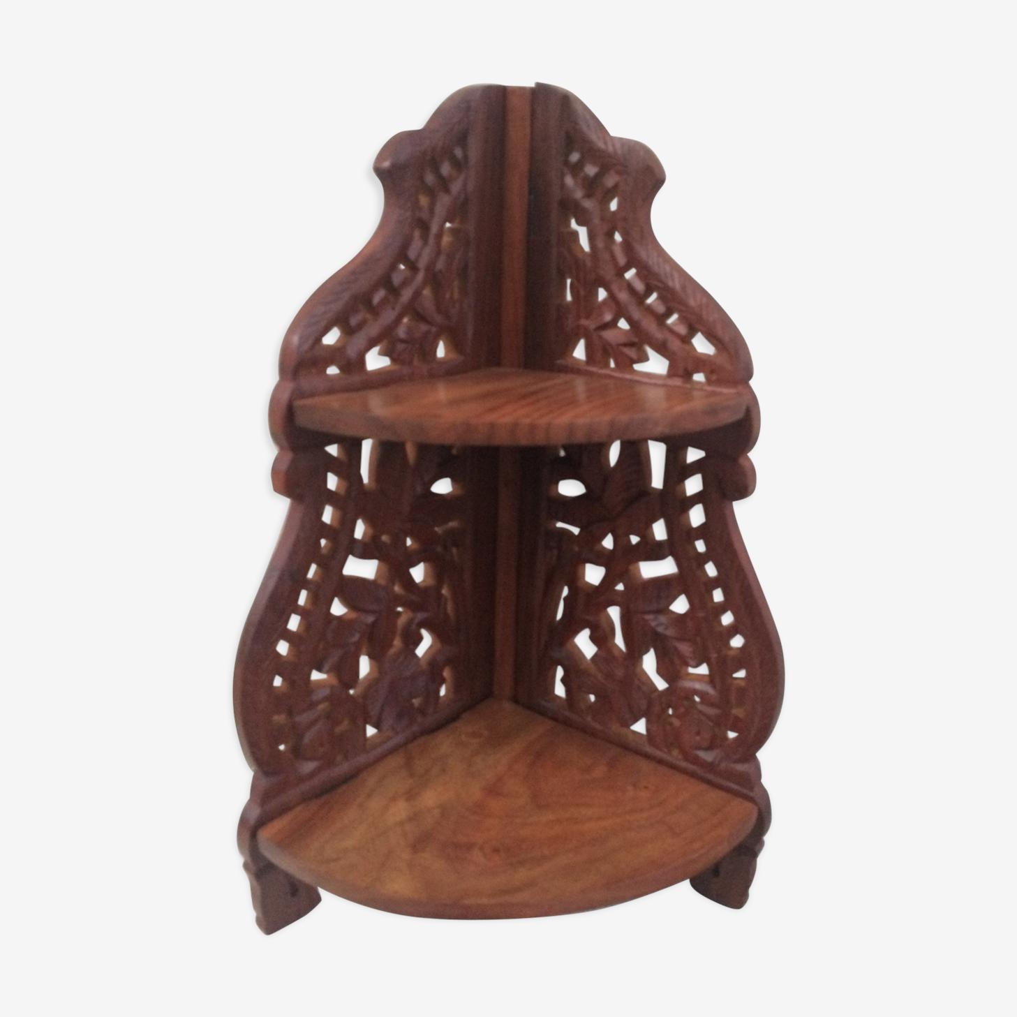 Etagère d'angle pliante en bois ciselé avec des fleurs sculptées