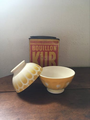 2 bols assortis décorés en jaune et blanc