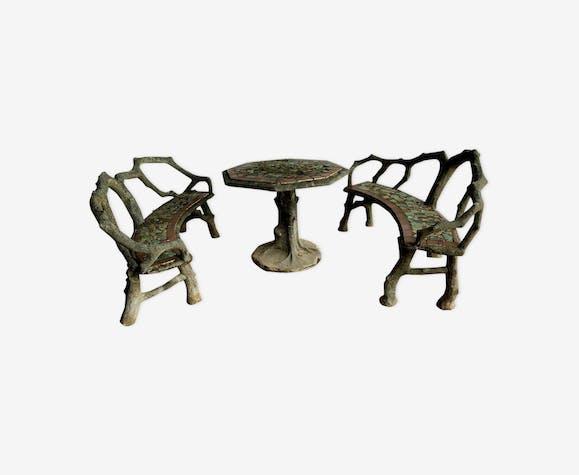 Salon de jardin en béton table et deux bancs mosaïque de carrelages