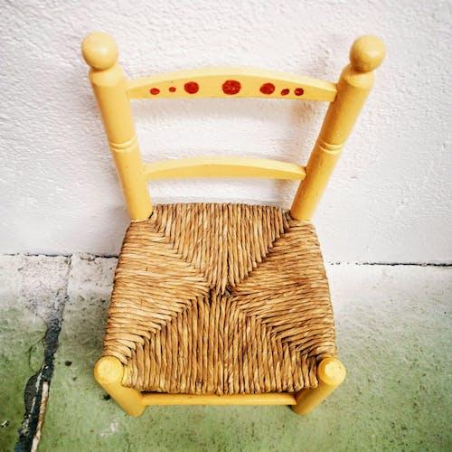 Chaise enfant et bois et paille