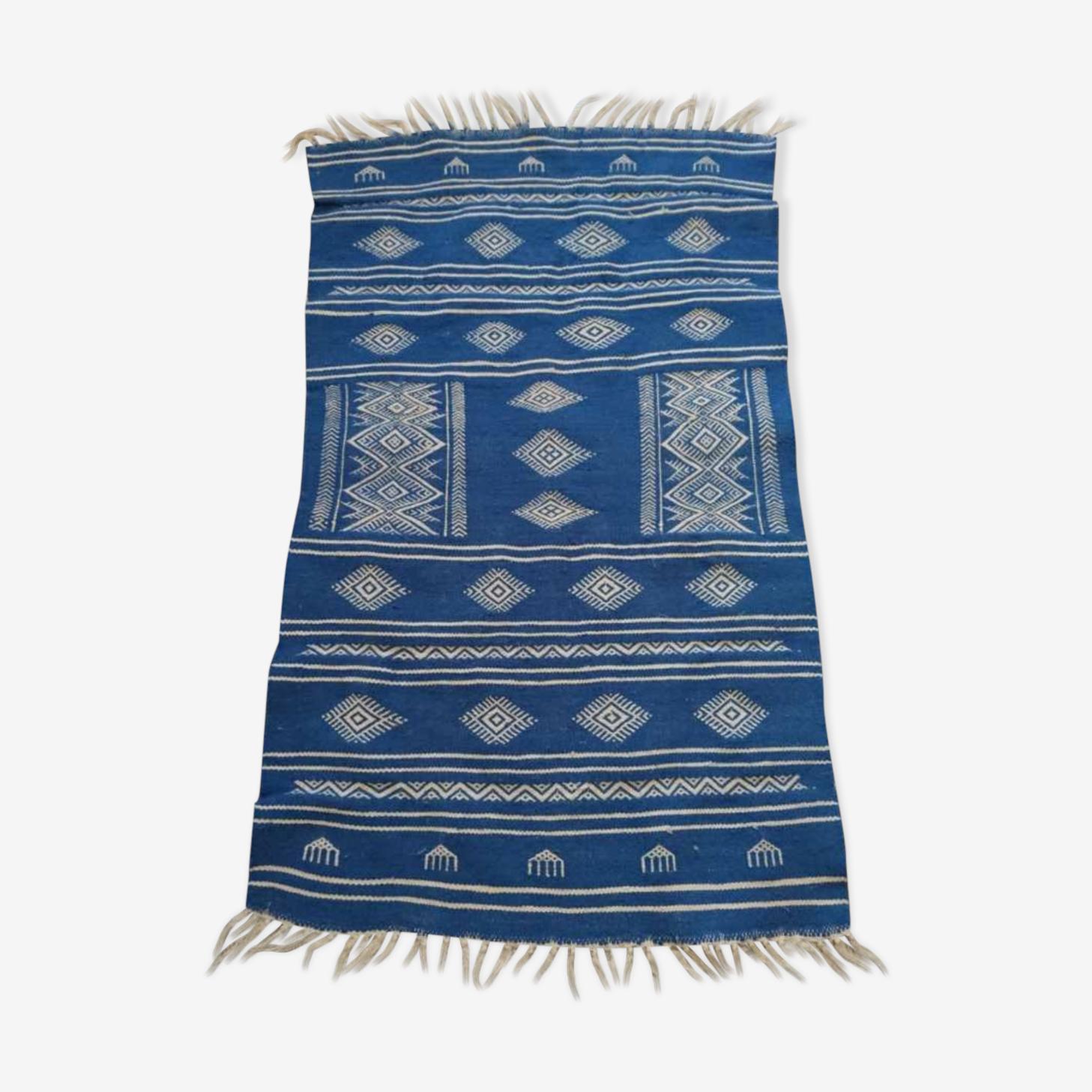 Tapis berbère bleu et blanc 110 x 66 cm