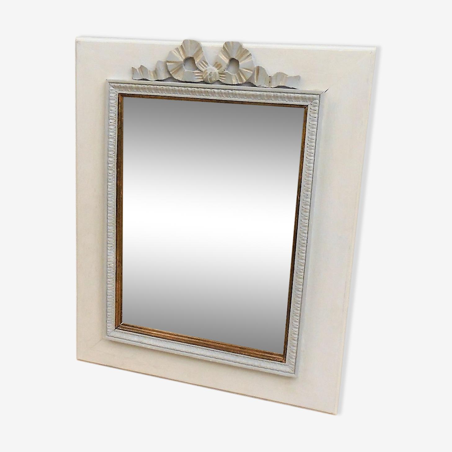 Miroir en bois patine à décors de nœud Louis XVI 55 x 45 cm