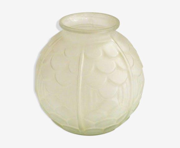 Vase boule écailles art déco en verre dépoli