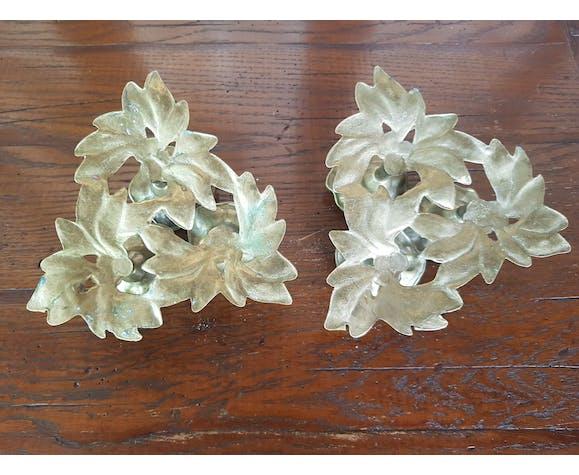 """Paire de bougeoirs laiton décor """"fleurs"""" 1970"""