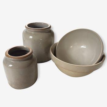 Ensemble des poteries, pots et bols.